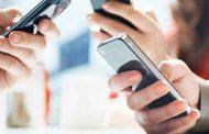 El uso prolongado de celulares para enviar mensajes o jugar se asocia a lesiones osteomusculares