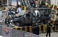 Ataque suicida deja 10 muertos en templo en Pakistán