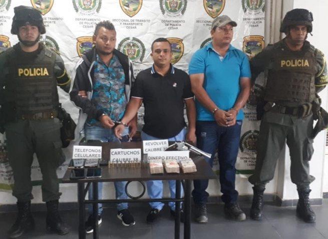 Capturados con arma de fuego, municiones y $ 49 millones