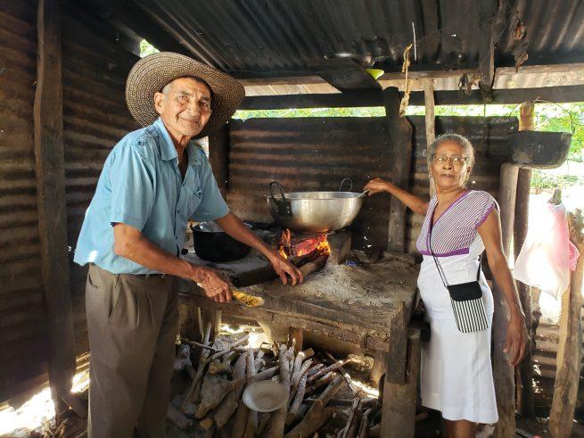 La tranquilad de la pareja de adultos mayores al regresar a su predio