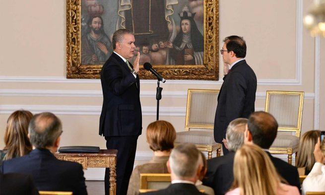 """Destapar """"ollas"""" de la corrupción, pide el Presidente al nuevo Fiscal"""