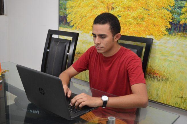 En la UPC, se iniciaroEn la UPC, se iniciaron clases virtualesn clases virtuales