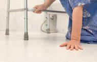 Cómo prevenir las caídas en personas mayores