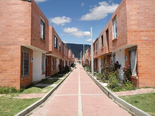 En el 2020 se venderán más de 100 mil viviendas sociales: Minvivienda