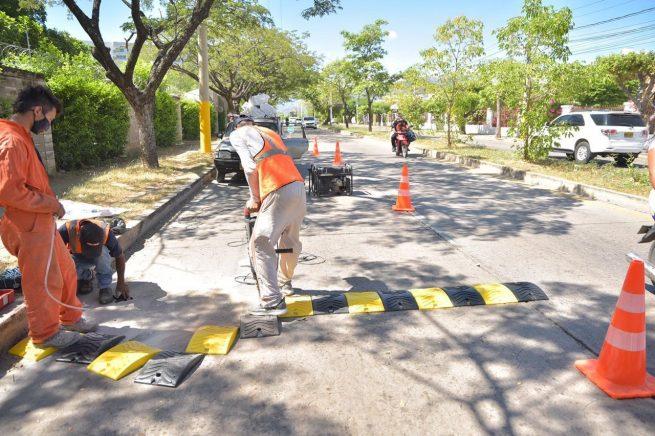 Instalan reductores de velocidad y señales verticales en la zona rural y urbana de Valledupar