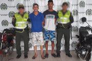 Cuando desarmaban unas motocicletas, fueron capturadas dos personas