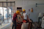 Joven vallenato crea madera plástica con material reciclado