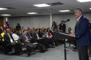 Presidente propone despolitizar la selección de los gerentes de hospitales públicos