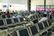 El 93 % de los aeropuertos tiene deficiencias en controles por el coronavirus, advierte la Contraloría
