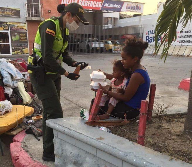 Policía tiene su ángel de los desamparados