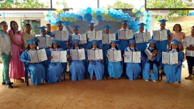 16 excombatientes de las Farc se gradúan como bachilleres en el antiguo ETCR Tierra Grata