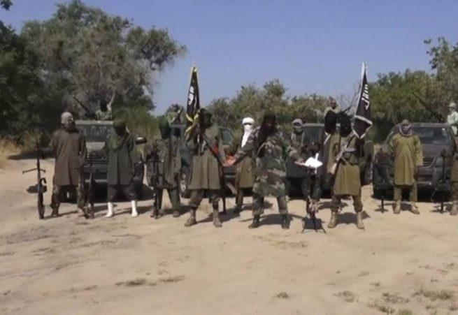 Hombres armados secuestran 300 niñas en noroeste de Nigeria