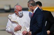 El papa aterriza en Irak en una visita histórica:
