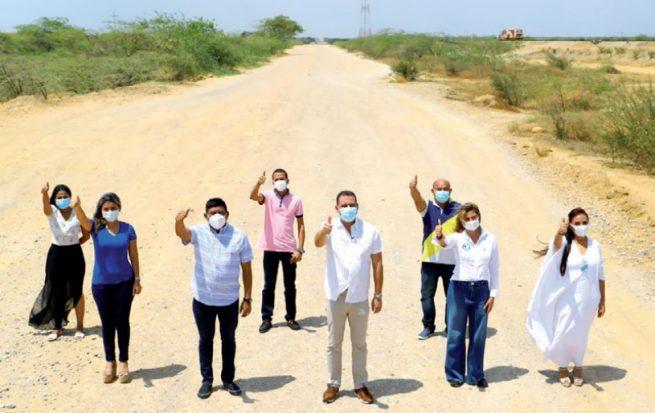 Pavimentación de la vía a la Alta Guajira empiezan a cristalizar las obras, dice Gobernador