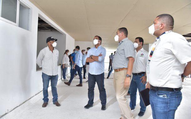 La tarea de recuperar el 'elefante blanco' del hospital de La Loma (El Paso)