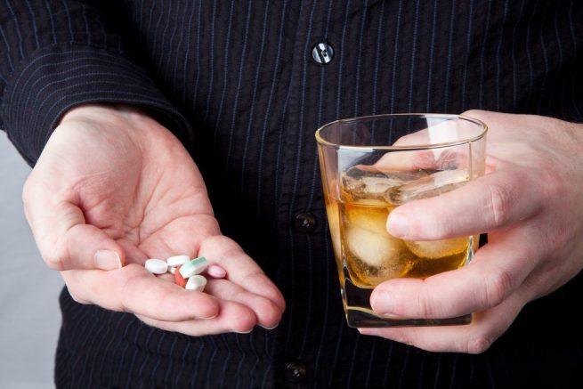 Qué ocurre cuando se mezclan medicamentos con alcohol